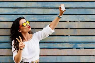 Motiviert der Selfie-Boom immer häufiger zu Schönheitsoperationen?